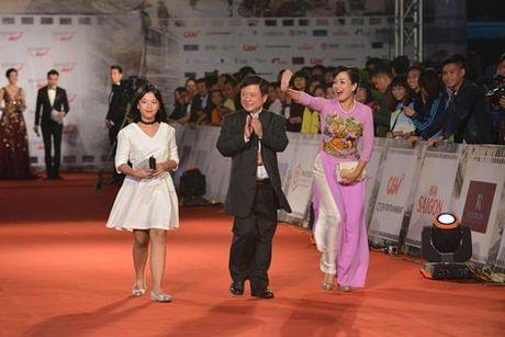 MC Minh Ha cong khai xuat hien cung Chi Nhan tren tham do - Anh 8