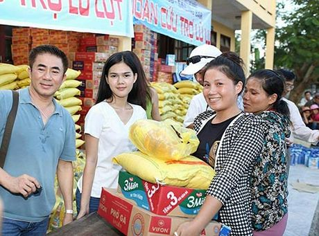 Phi Thanh Van, Le Ngoc Trinh den voi dong bao Quang Binh - Anh 2