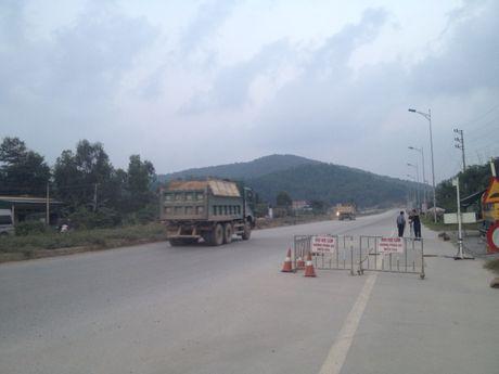 Tram can khong hoat dong, xe qua tai mac suc hoanh hanh - Anh 4