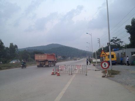 Tram can khong hoat dong, xe qua tai mac suc hoanh hanh - Anh 5