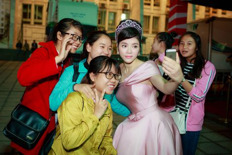 Sao Viet ruc ro tren tham do Lien hoan phim quoc te Ha Noi - Anh 3