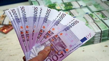 Bulgaria phat hien 13 trieu euro tien gia duoi mot con dap - Anh 1