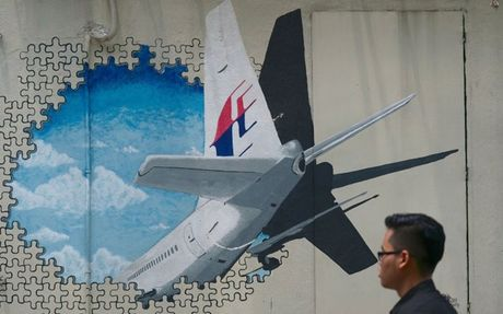 Australia: May bay mat tich MH370 da roi khong kiem soat - Anh 1
