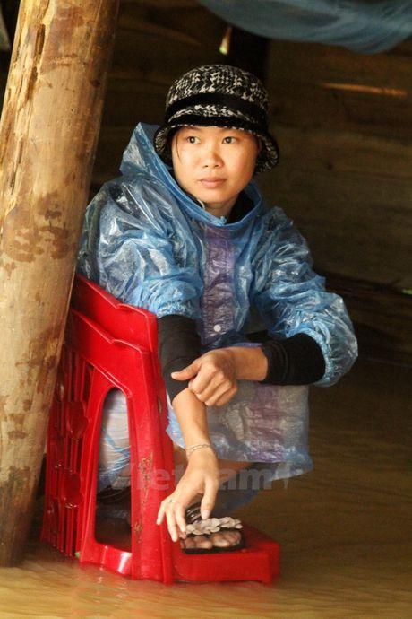 Nguoi dan vung ron lu Huong Khe khac khoai cho nuoc rut - Anh 3