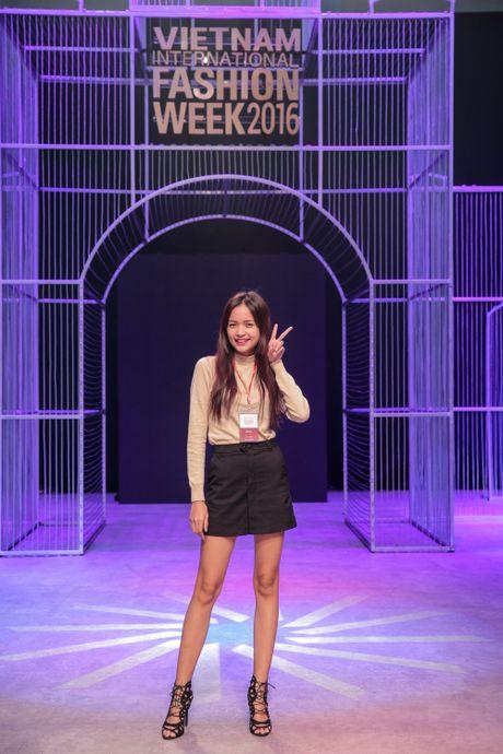 Khong khi nao nuc chuan bi khai mac Vietnam International Fashion Week - Anh 10