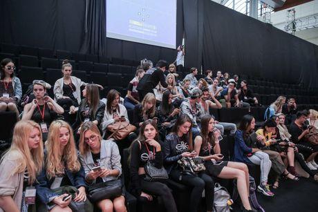 Khong khi nao nuc chuan bi khai mac Vietnam International Fashion Week - Anh 1