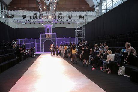 Khong khi nao nuc chuan bi khai mac Vietnam International Fashion Week - Anh 2