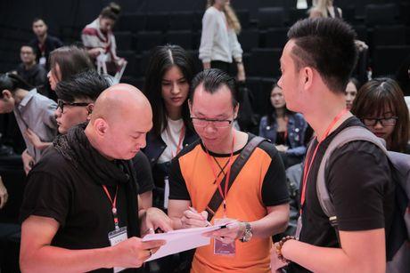 Khong khi nao nuc chuan bi khai mac Vietnam International Fashion Week - Anh 3