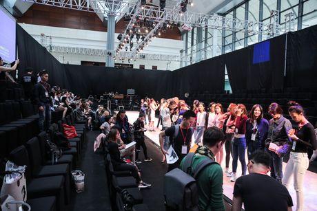 Khong khi nao nuc chuan bi khai mac Vietnam International Fashion Week - Anh 4