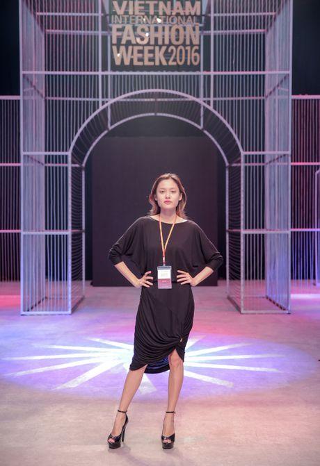 Khong khi nao nuc chuan bi khai mac Vietnam International Fashion Week - Anh 8