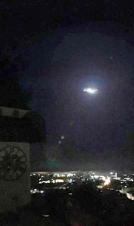 UFO voi tia lua mau xanh xuat hien o Nhat Ban - Anh 2