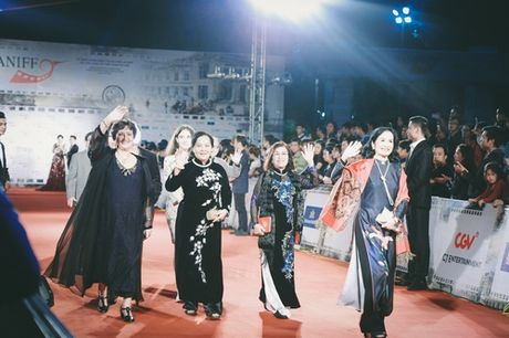 Minh Ha, Chi Nhan sanh doi sau lum xum tinh cam - Anh 13