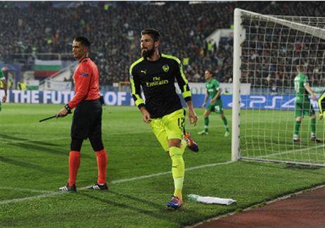 Oezil lai no sung, Arsenal nguoc dong ngoan muc truoc Ludogorets - Anh 4