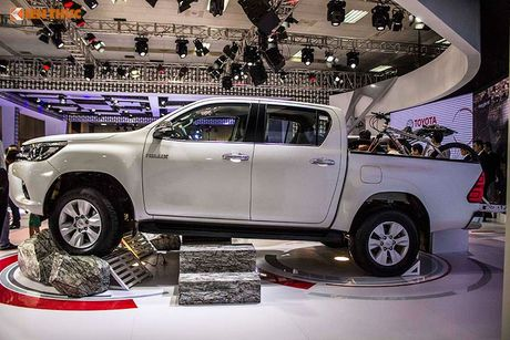 Toyota Viet Nam 'chot gia' Hilux 2016 tu 697 trieu dong - Anh 4