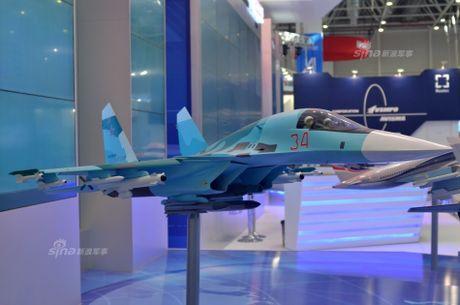 Lo dien hinh dang may bay tiem kich-bom Su-32 - Anh 1