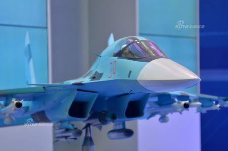 Lo dien hinh dang may bay tiem kich-bom Su-32 - Anh 3