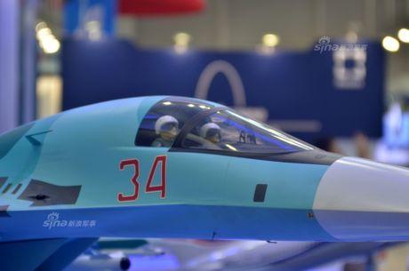 Lo dien hinh dang may bay tiem kich-bom Su-32 - Anh 4