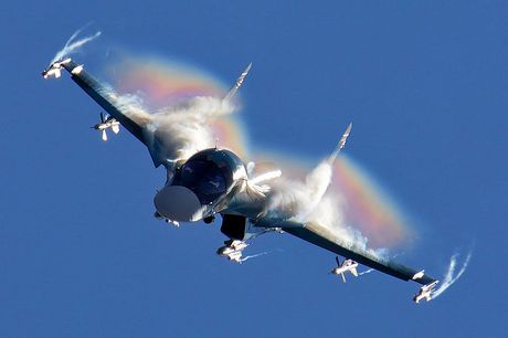 Lo dien hinh dang may bay tiem kich-bom Su-32 - Anh 7