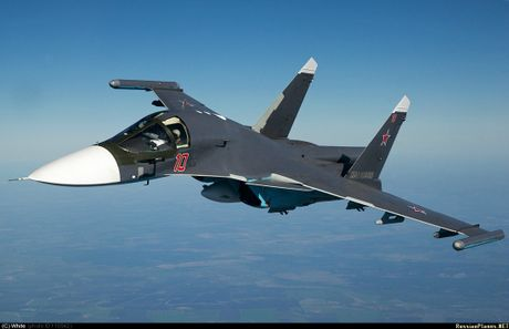 Lo dien hinh dang may bay tiem kich-bom Su-32 - Anh 8