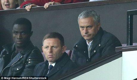 Mourinho lai linh an tu FA - Anh 1