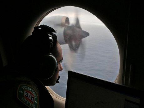 "Vu MH370: ""Khong ai dieu khien"" khi may bay lao xuong bien - Anh 1"