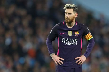 Messi bi to vao phong thay do danh cau thu Man City - Anh 1