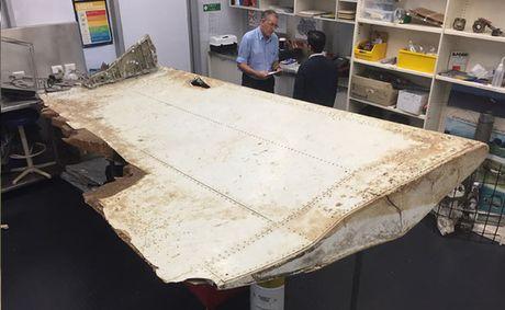 MH370 lao xuong bien luc khong ai kiem soat - Anh 1