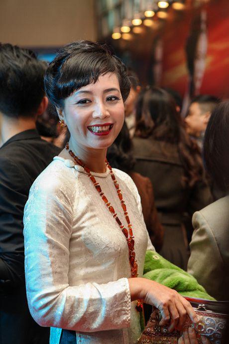 Hoc cach mac ao dai dep me hon nhu NSUT Chieu Xuan - Anh 5