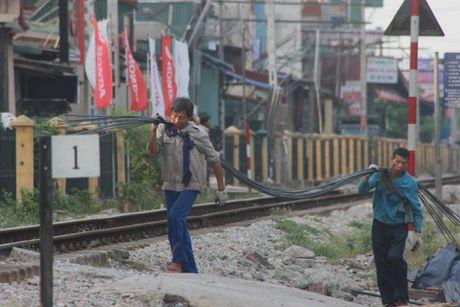 Thuong Tin, Ha Noi: Noi da ga voi duong ngang pho Ga - Anh 2