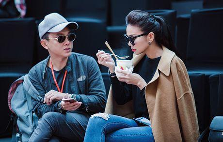 Thanh Hang di giay nghin do an mi goi, Fung La mat moc di tap thoi trang - Anh 3