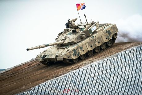 Trung Quoc ra mat mau xe tang moi canh tranh voi Nga va My - Anh 2