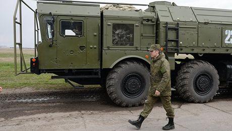 Ly do NATO can mot nuoc Nga manh me - Anh 1