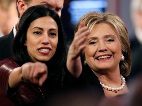 Nhan vat khien ba Hillary 'dau dau' vi be boi thu dien tu la ai? - Anh 1