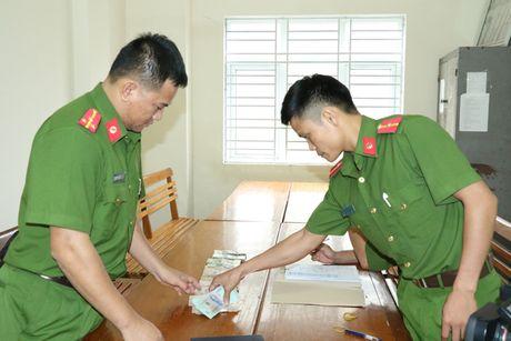 9X treo tuong 'xoay' gan 300 trieu dong - Anh 2