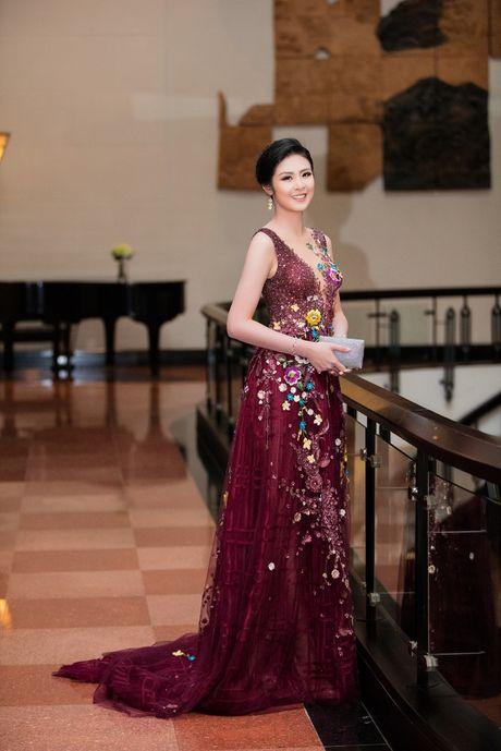 Ngam Hoa hau Ngoc Han rang ro tai dem khai mac LHP quoc te Ha Noi - Anh 5