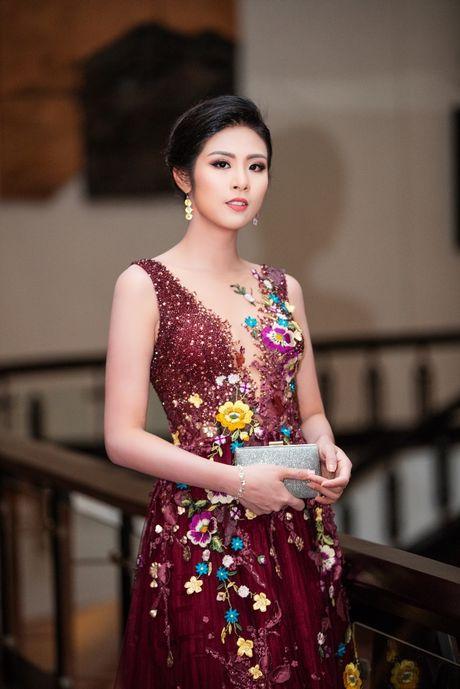 Ngam Hoa hau Ngoc Han rang ro tai dem khai mac LHP quoc te Ha Noi - Anh 6
