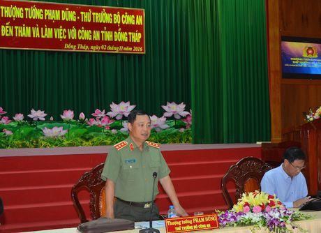 Thu truong Pham Dung tham va lam viec tai Cong an Dong Thap - Anh 1