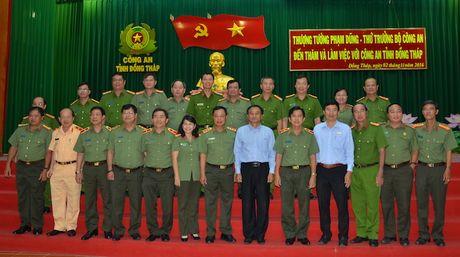 Thu truong Pham Dung tham va lam viec tai Cong an Dong Thap - Anh 3