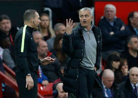 MU: Gay han trong tai, Mourinho co the lo dai chien Arsenal - Anh 1