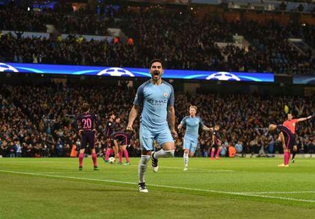 Man City thang Barca de... sanh ngang MU - Anh 1