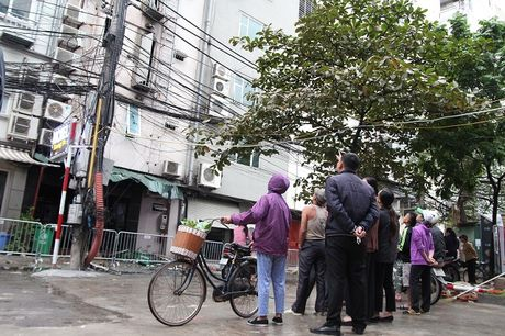 Hien truong tan hoang sau vu chay quan karaoke tren duong Tran Thai Tong - Anh 8
