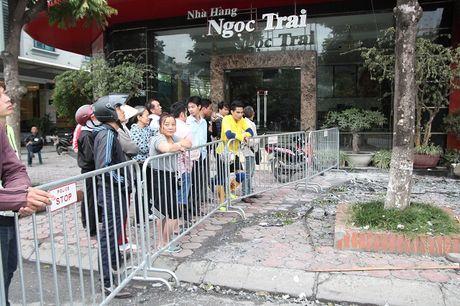 Hien truong tan hoang sau vu chay quan karaoke tren duong Tran Thai Tong - Anh 9
