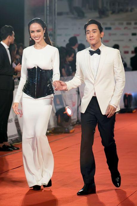 Ly Nha Ky doi vuong mien kim cuong 21 carat du LHP quoc te Ha Noi - Anh 10