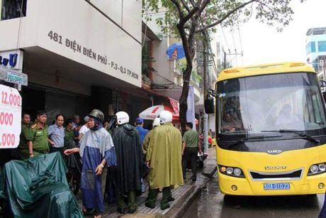 Bat giam nhieu nguoi tham gia 'dong lac' trong khach san - Anh 2