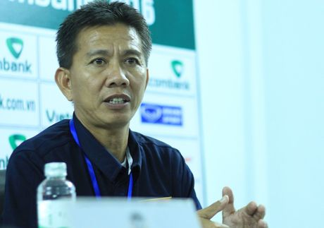 BAN TIN The thao: HLV Hoang Anh Tuan muon dan dat 1 CLB nuoc ngoai - Anh 1