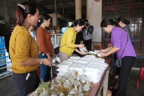 Quang Tri: Nhung suat com tinh nghia den dong bao vung lu - Anh 1
