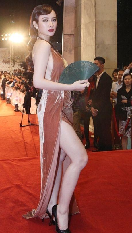 'Soc' voi trang phuc 'ho bao' cua Angela Phuong Trinh tren tham do - Anh 1