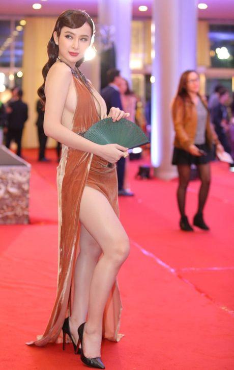 'Soc' voi trang phuc 'ho bao' cua Angela Phuong Trinh tren tham do - Anh 2