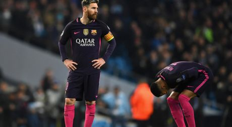 Messi suyt danh cau thu Man City, ra san bay tre vi bi kiem tra doping - Anh 1