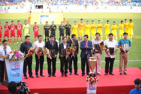 Nguyen Chu tich nuoc Nguyen Minh Triet den du khan tran chung ket U.21 Bao Thanh nien - Anh 4